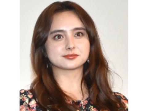 女優の石田ニコル(30)が新型コロナウイルスに感染
