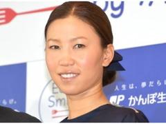 上田桃子が自身の誕生日に結婚、報告には入籍の文字入りTシャツ姿