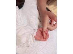 """中野美奈子アナが第2子女児出産報告 愛娘との""""2ショット""""に幸福感溢れる"""